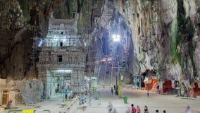 Time-schackningsperiod i den sakrala grottan av hinduiska gudBatu grottor Kuala Lumpur Panna upp arkivfilmer