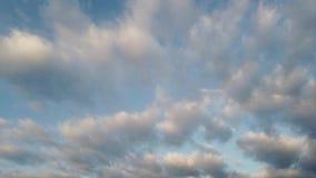 Time-schackningsperiod moln med underbar tät effekt och trevliga former stock video