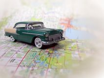 vintage car on road map Royalty Free Stock Photography