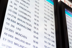 Timeboard in de moderne luchthaven Stock Afbeelding