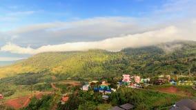 Timelape, Overzeese van Khao Kho mistige mist is het mooist stock footage