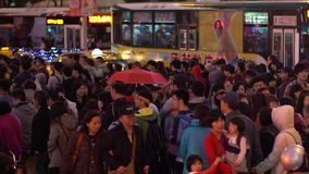 Timelaps亚裔人群人民走的交叉路在拥挤街道台北市 影视素材