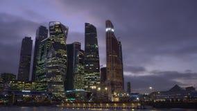 Timelaps Финансовый район города небоскребы Дневное время, заход солнца, ночь сток-видео
