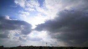 Timelaps de las grúas de construcción de la nube metrajes