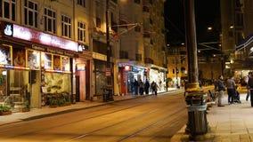 Timelaps in de video van de centrale straat van Istanboel in de avond stock video