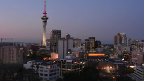 Timelaps del horizonte de Auckland Nueva Zelanda en el tiempo de la puesta del sol traslapa almacen de video