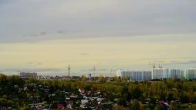 Timelaps do por do sol da nuvem do scape da cidade nuvem acima da construção nova video estoque