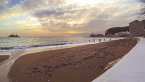 Timelaps złota pogodna pusta piaskowata plaża zbiory
