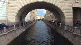 Timelapse俄罗斯圣彼德堡河道运输船夏天 股票视频