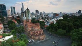 Timelapse日落位于胡志明市街市(西贡Notre Dame大教堂)的巴黎圣母院  股票录像