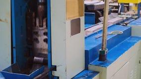 Timelapse现代截煤机的截槽金属块在车间 影视素材