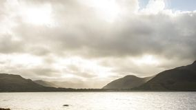 TIMELAPSE覆盖MOUTAIN光海湾苏格兰4K 股票录像
