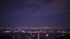 Timelapse панорамы Парижа на nighttime летом Франция видеоматериал