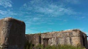 Timelapse Μύγα σύννεφων πέρα από το φρούριο απόθεμα βίντεο