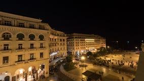 Timelapse σε Θεσσαλονίκη, βλέπω η Ελλάδα πανόραμα της πόλης βραδιού με τα αρχιτεκτονικά κτήρια, τα καταστήματα και την περιοχή απόθεμα βίντεο