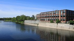 Timelapse σκηνή του Καίμπριτζ, Καναδάς στο μεγάλο ποταμό 4K απόθεμα βίντεο