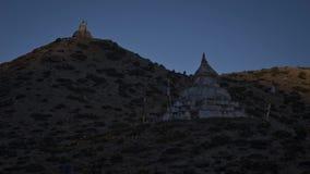 Timelapse της αυγής στο βουνό με τους αρχαίους ναούς Andreev απόθεμα βίντεο