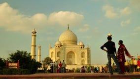 Timelapse της δραστηριότητας τουριστών μέσα σε Taj Mahal σε Agra, Ινδία απόθεμα βίντεο
