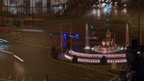 Timelapse της κυκλοφορίας μεταφορών Plaza de Cibeles στη νύχτα Μαδρίτη, Ισπανία φιλμ μικρού μήκους