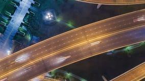 Timelapse της κυκλοφορίας πόλεων νύχτας στη διασταύρωση κυκλικής κυκλοφορίας κύκλων διατομής οδών στάσεων 4 τρόπων στη Μπανγκόκ,  απόθεμα βίντεο