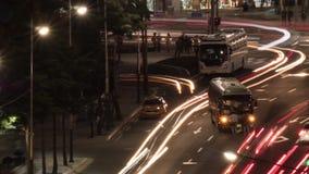 Timelapse της κυκλοφορίας αυτοκινήτων νύχτας στους δρόμους με έντονη κίνηση στη Σεούλ, Νότια Κορέα απόθεμα βίντεο