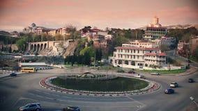 Timelapse της κυκλοφορίας στη διασταύρωση κυκλικής κυκλοφορίας στο Tbilisi, Γεωργία φιλμ μικρού μήκους