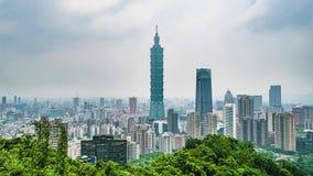 Timelapse της πανοραμικής άποψης της πόλης της Ταϊπέι στην Ταϊβάν Αστική εικονική παράσταση πόλης στη θλιβερή νεφελώδη συννεφιάζω απόθεμα βίντεο