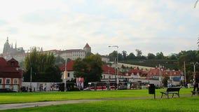 Timelapse της πλατείας της Πράγας, Castle στο βουνό Petrin, στάση τραμ απόθεμα βίντεο