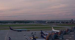 Timelapse της ρουτίνας αερολιμένων Sheremetyevo από την ημέρα μέχρι αργά το βράδυ, Μόσχα απόθεμα βίντεο