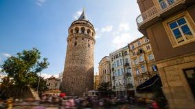 Timelapse του διάσημου πύργου Galata θέσεων τουριστών στη Ιστανμπούλ στην Τουρκία φιλμ μικρού μήκους