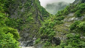 Timelapse του εθνικού πάρκου φαραγγιών Taroko στην Ταϊβάν με τους απότομους βράχους και τα σύννεφα απόθεμα βίντεο