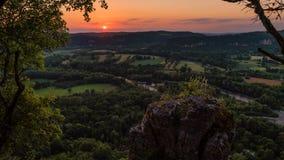Timelapse του ηλιοβασιλέματος στην κοιλάδα Dordogne, occitanie περιοχή στη Γαλλία απόθεμα βίντεο