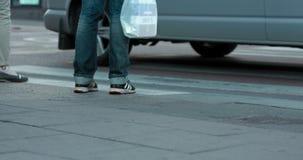 Timelapse των ανθρώπων που διασχίζουν μια οδό στη Στοκχόλμη Μόνο πόδια που παρουσιάζονται φιλμ μικρού μήκους