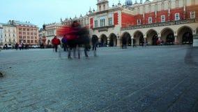Timelapse των ανθρώπων που περπατούν στο κέντρο της Κρακοβίας στην Πολωνία φιλμ μικρού μήκους