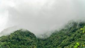 Timelapse των σύννεφων και υψηλοί και απότομοι μαρμάρινοι απότομοι βράχοι του εθνικού πάρκου φαραγγιών Taroko στην Ταϊβάν Άποψη α απόθεμα βίντεο