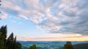 Timelapse των σύννεφων πριν από το ηλιοβασίλεμα απόθεμα βίντεο