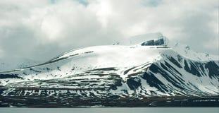 Timelapse των χιονωδών βουνών στο κρύο αρκτικό περιβάλλον απόθεμα βίντεο