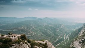 Timelapse, χρόνος-σφάλμα των βουνών του Μοντσερράτ κοντά στη Βαρκελώνη, στην Καταλωνία, Ισπανία Είναι μέρος του Καταλανού προ-παρ φιλμ μικρού μήκους