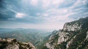 Timelapse, χρόνος-σφάλμα των βουνών του Μοντσερράτ κοντά στη Βαρκελώνη, στην Καταλωνία, Ισπανία Είναι μέρος του Καταλανού προ-παρ απόθεμα βίντεο