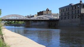 Timelapse взгляд Кембриджа, Канады большим рекой 4K сток-видео