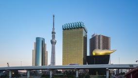 Timelapse городского пейзажа токио горизонта с рекой Sumida, промежутка времени 4K города Японии сток-видео