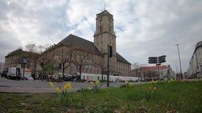 Timelapse: Движение и рынок на городской ратуше Rathaus Schoneberg в Берлине, Герман акции видеоматериалы