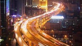 Timelapse занятого движения над мостом в современном городе, Шанхае, Китае сток-видео