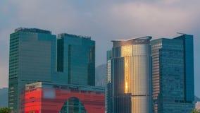 Timelapse Китая Район Kowloon Взгляды захода солнца города от порта Гонконга день солнечный акции видеоматериалы