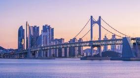 Timelapse моста и Haeundae Gwangan на восходе солнца, городе Пусана, Южной Корее сток-видео