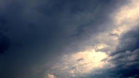 Timelapse, небо перед грозой облака грома бег, собирая в темном небе акции видеоматериалы
