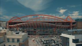 Timelapse облаков и движения около стадиона Benfica в Лиссабоне, Португалии видеоматериал