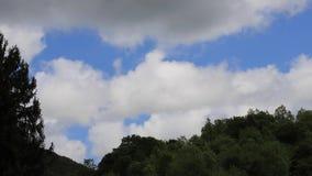Timelapse облаков ливневого облако в Пиренеи, Франции сток-видео