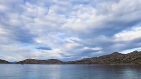 Timelapse облаков над морем и островом Турцией сток-видео