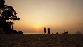 Timelapse пляжа захода солнца, Koh Mook акции видеоматериалы